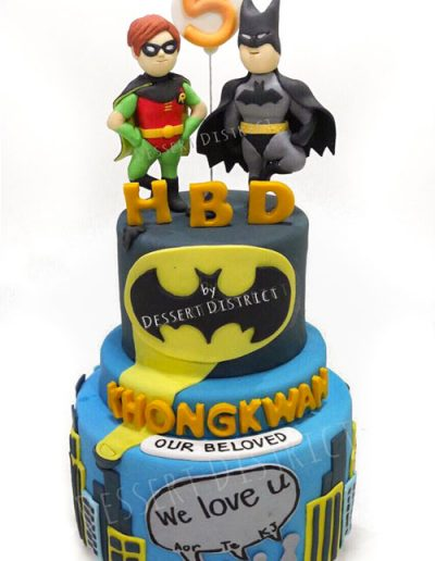 Batman and Robin 2-layer fondant cake