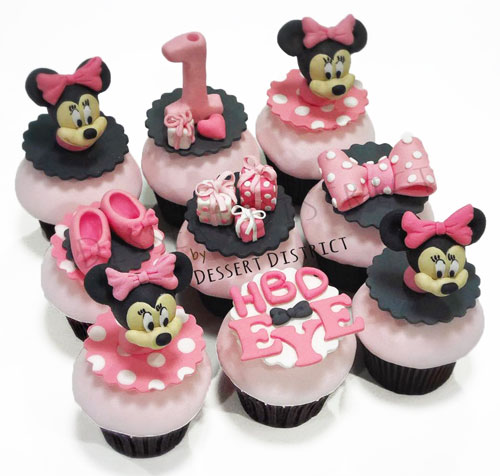 Pinky Minnie Mouse cupcake